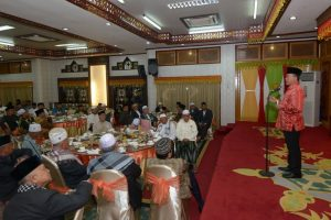 Plt. Gubernur Aceh, Soedarmo bersilahturrahmi sekaligus ramah tamah dengan Ulama Aceh dan Ketua Mejelis Permusyawaratan Ulama Aceh. Di Pendopo Gubernur Aceh, Banda Aceh, 15/11.